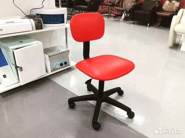 стул для мастера маникюра и педикюра его