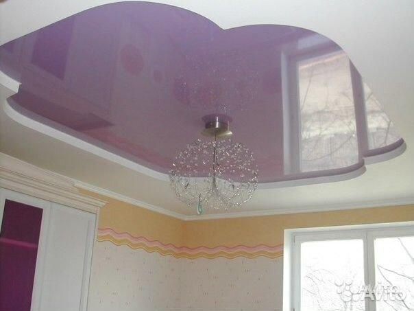 Натяжной потолок светло-фиолетовый тюльпан