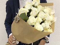 Розы белые 15 шт 70 см в крафте