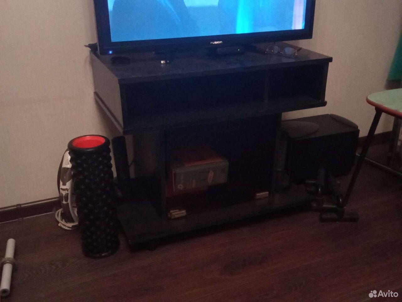 Regal unter dem Fernseher